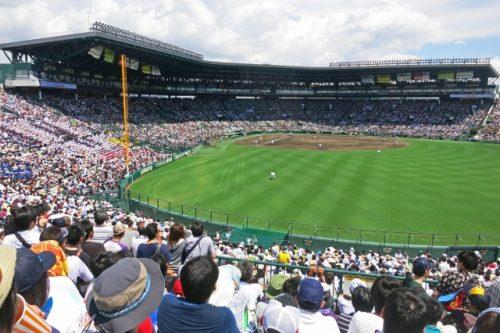 外野席から見た阪神甲子園球場